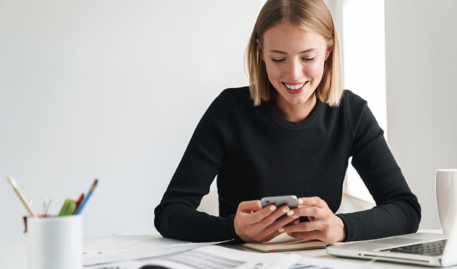 simply-learn-social-media-girl